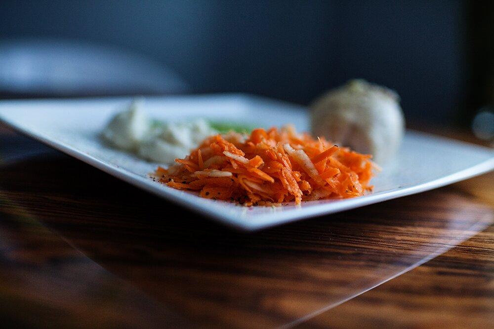 marchewka na talerzu